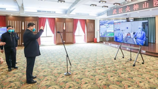 Xi Jinping speaks with patients