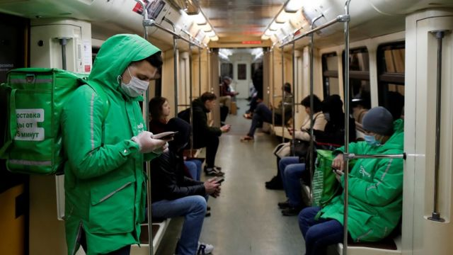 Доставщики в московском метро