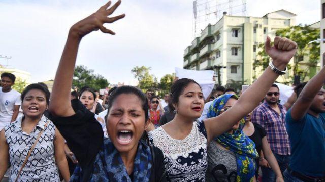 Estudiantes manifestándose en Guwahati el 10 de junio.