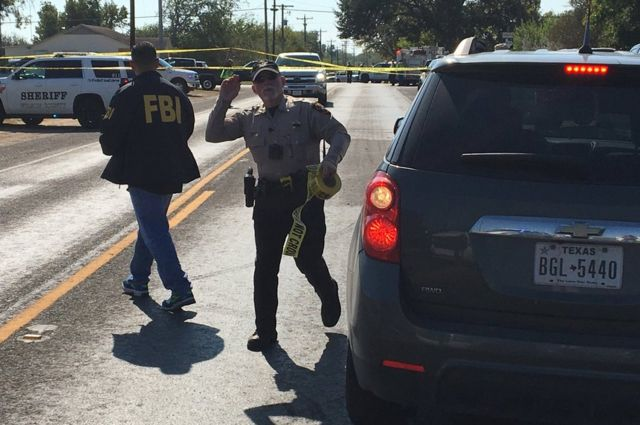 Policías y agentes del FBI
