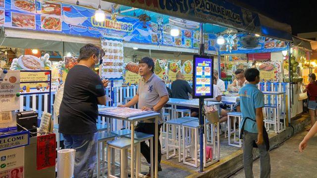 บรรยากาศภายในร้านอาหารของภัทร์ภัสสรที่ยังคงว่างหลังนักท่องเที่ยวชาวจีนไม่เดินทางมาท่องเที่ยวในไทย