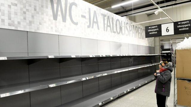 Пустые полки отдела туалетной бумаги в Финляндии