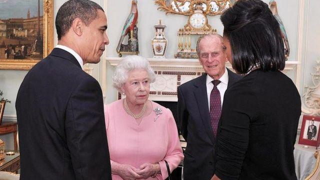 Barack Obama, a Rainha Elizabeth, o Príncipe Philip e Michelle Obama em Londres em 2009