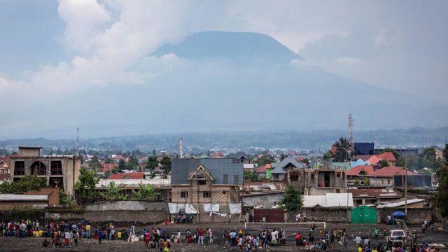 Le Nyiragongo plane de façon menaçante sur la ville de Goma, dans l'est de la RD Congo.