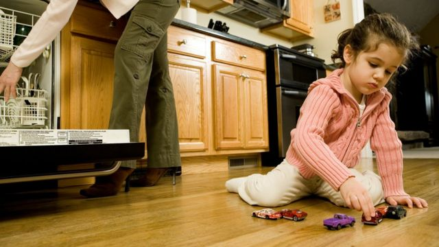 Si quieres mantener los juguetes de los niños limpios, mételos en el lavavajillas (pero sólo si no tienen componentes electrónicos).