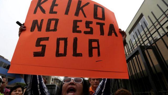 Pancarta en apoyo a Keiko