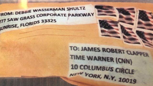 """在""""炸弹包裹""""案中,包括收件人是美国前情报部门负责人詹姆斯·克拉珀的邮件在纽约被拦截。"""