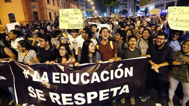 Protesta por la educación en Perú