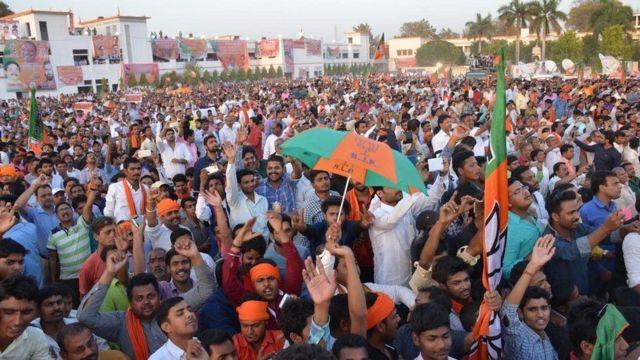 الآلاف ينتظرون رؤية اليوغي في مسيراته