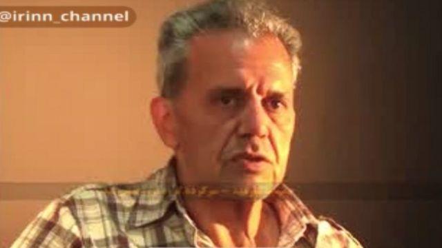در ابتدای فیلمی که شبکه خبر پخش کرده این شخص خود را جمشید شارمهد معرفی میکند و سپس تصویر او با چشمبند دیده میشود