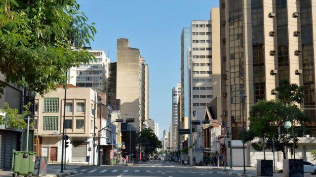 Ruas vazias em São Paulo durante isolamento social