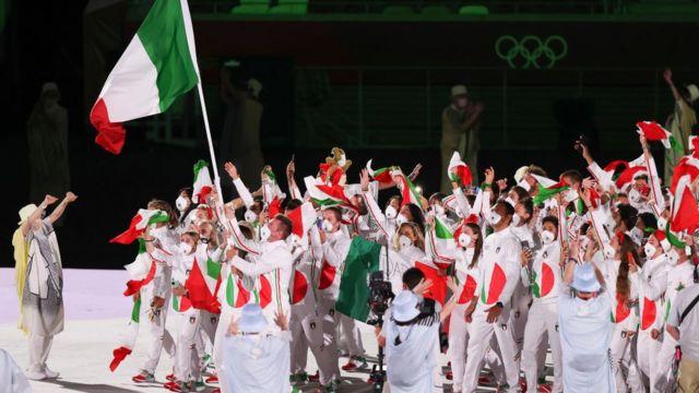 İtalyan sporcular Olimpiyatlar açılış töreninde.