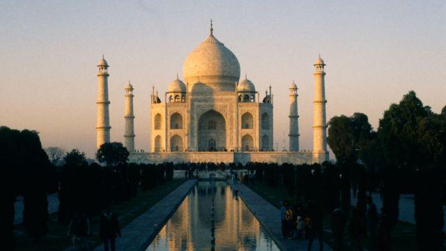 Fotografia do Taj Mahal no final da tarde