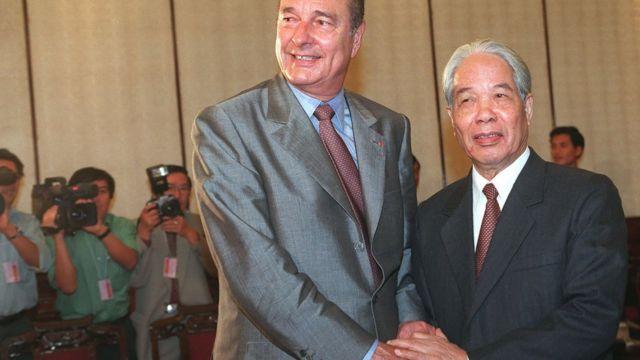 Tổng Bí thư Đỗ Mười tiếp Tổng thống Pháp Jacques Chirac ngày 12/11/1997 ở Hà Nội
