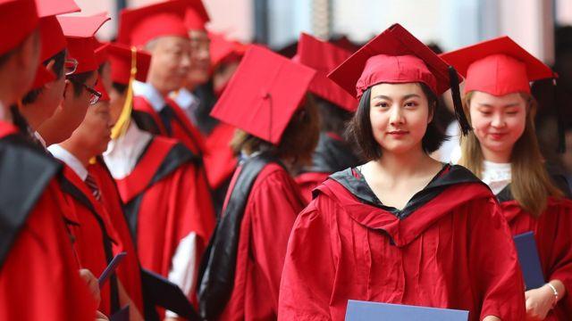 中国某艺术专业的大学毕业生(资料照片)。