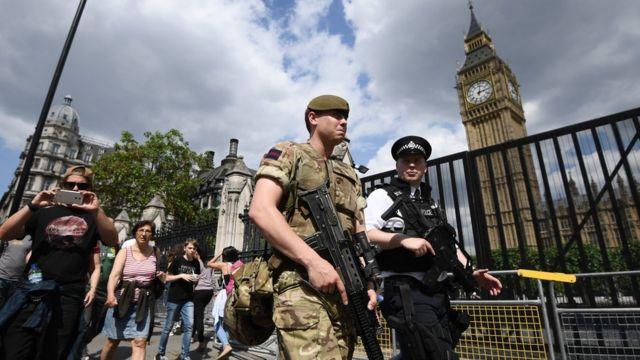 Westminster köprüsünde güvenlik önlemleri