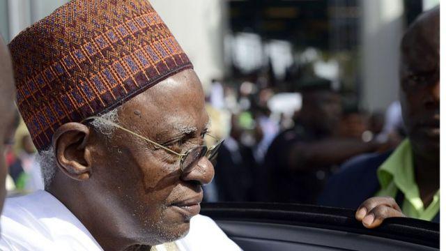 Gẹgẹ bi ikede ti ọmọọmọ rẹ kan fi sita, Shagari ku lẹyin aisan ra npẹ sileewosan gbogboogbo to wa nilu Abuja.