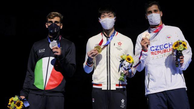 (從左至右)銀牌得主意大利尼埃萊·加羅佐、金牌得主香港張家朗、銅牌得主捷克亞歷山大·秋皮尼奇(Alexander Choupenitch)(26/7/2021)
