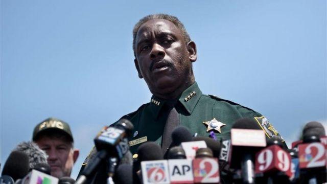 El Sherrif del condado de Orange, Jerry Demings, confirmó que buscan el cuerpo del niño.