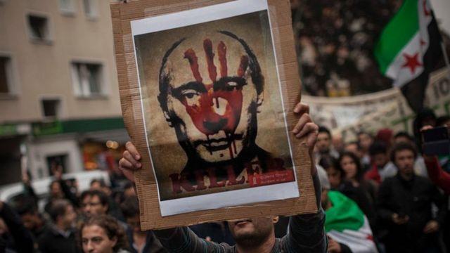 تجمع اعتراضی سوریها و مدافعان حقوق بشر در برلین آلمان