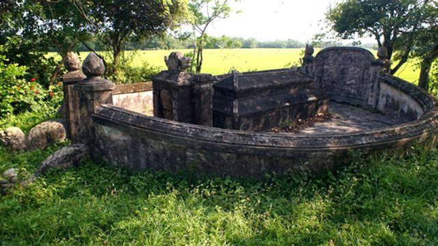 Mộ nguyên soái Nguyễn Tri Phương hoang vắng và cô đơn tại quê ông