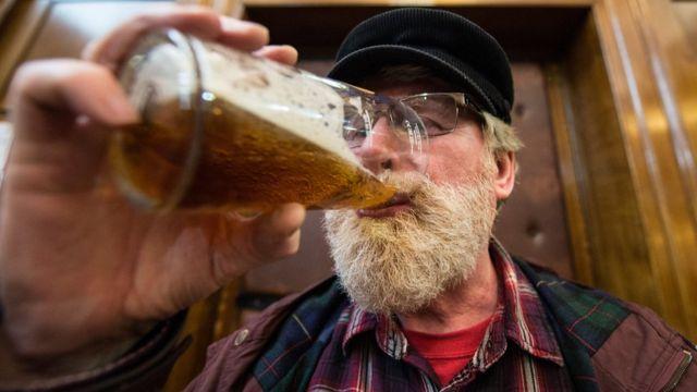 London, man drinks beer