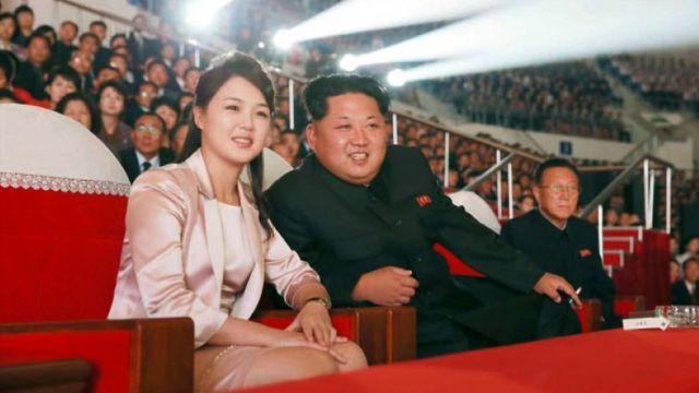 Kim Jong Un y su mujer, Ri Sol Ju.