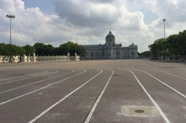 หมุดใหม่ถูกปักไว้ที่ลานพระบรมรูปทรงม้า ร.5 ด้านหน้าสนามเสือป่า มาตั้งแต่ต้นเดือน เม.ย. 2560