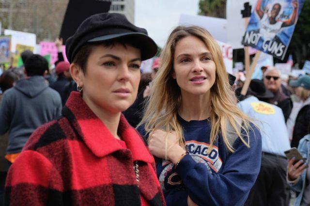 영화배우 보 가렛(오른쪽)도 이날 로스앤젤레스에서 열린 시위에 참여했다