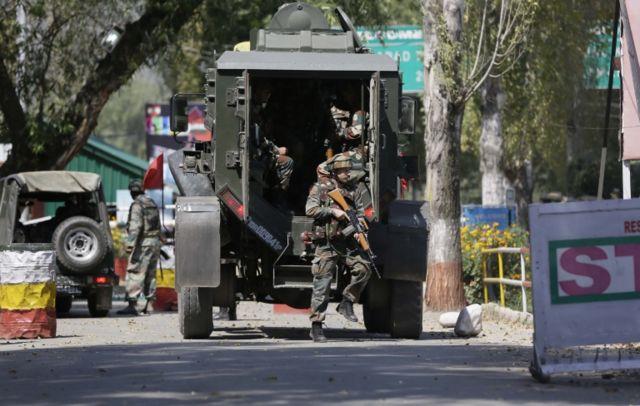 उरी में तैनात भारतीय सुरक्षा बलों के जवान