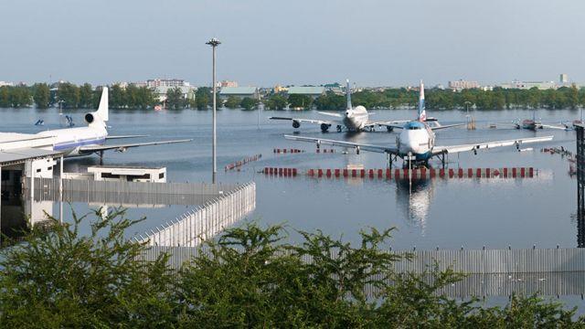 สนามบินดอนเมืองที่ถูกน้ำท่วมในกรุงเทพฯ