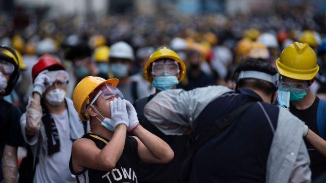 """示威者在这场运动中彼此以""""手足""""相称,表示如兄弟般亲密。"""