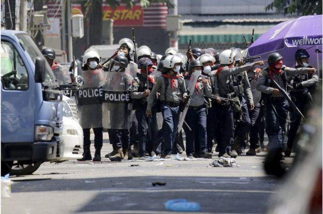 政变领导人周日试图镇压,警方扩大了行动范围。(photo:BBC)