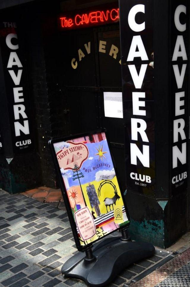 """26 июля 2018 года в поддержку нового альбома Маккартни сыграл концерт в легендарном ливерпульском клубе Cavern, где в начале 60-х начинали свою музыкальную карьеру """"Битлз"""""""