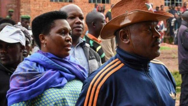 Le couple présidentiel burundais a cinq enfants et en a adopté plusieurs autres.