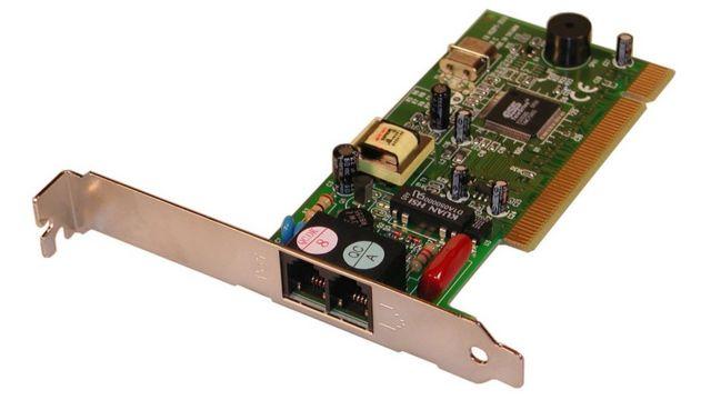 یک مودم که روی مادر برد کامپیوتر نصب میشود و به اتصال به خط تلفن به اینترنت وصل میشود