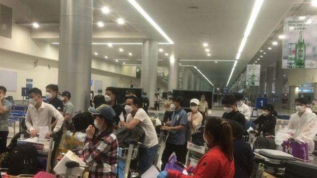 Người Việt từ Hàn về nước bị buộc cách ly _114706579_cchly4