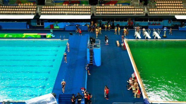 El agua en la piscina de clavados de Río está verde