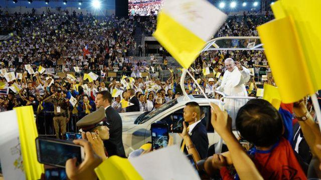 มีคริสต์ศาสนิกชนทั้งชาวไทยและชาวต่างประเทศเข้าร่วมจำนวนมาก