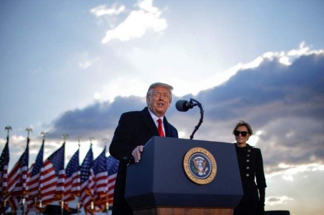 Trump se dirigió a un grupo de simpatizantes en la base aérea Andrews.