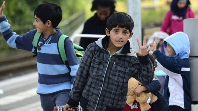 ドイツ北部のツェレに到着した移民の子どもたち(8日)