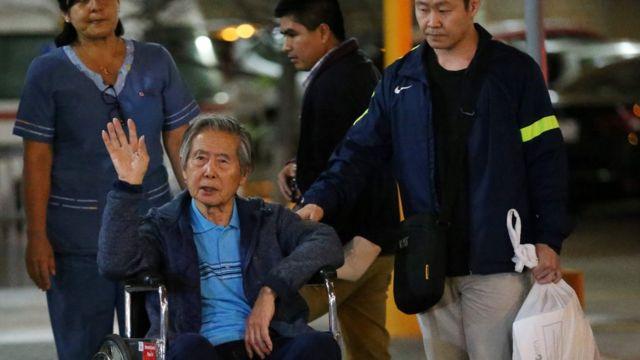 Alberto Fujimori a la salida del hospital