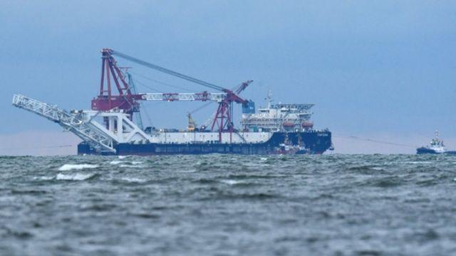 Fortuna isimli bir gemi boru hattı üzerinde çalışıyor