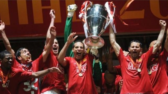 Manchester United dey celebrate after dem win di Champions League for 2008.