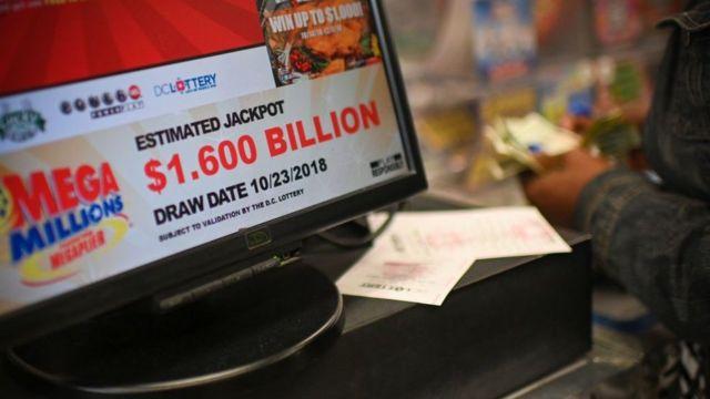 Tela de computador exibe valor do prêmio pago pela loteria Mega Millions, o maior prêmio inidvidual já oferecido nos EUA