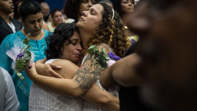 Dos lesbianas brasileñas tras contraer matrimonio.