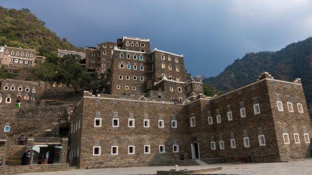 """قرية """"رجال ألمع"""" التراثية في منطقة عسير في الجنوب الغربي للمملكة العربية السعودية"""