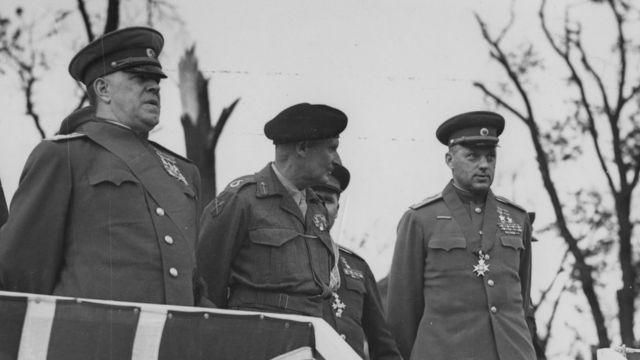 Справа налево: Георгий Жуков, Бернард Монтгомери, Константин Рокоссовский (Берлин, 13 июня 1945 года)