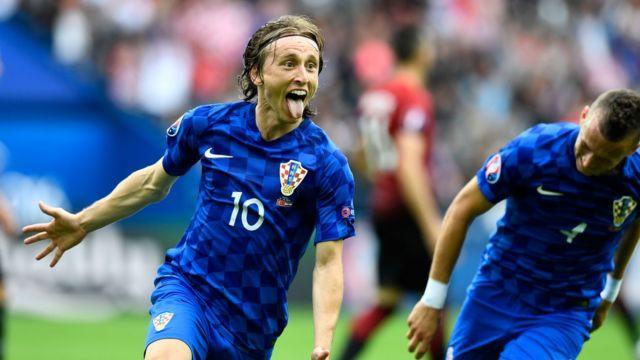 La celebración de Modric tras el único gole de la victoria de Croacia sobre Turquía.