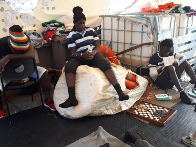 Sea Watch 3 gemisindeki bazı göçmenler